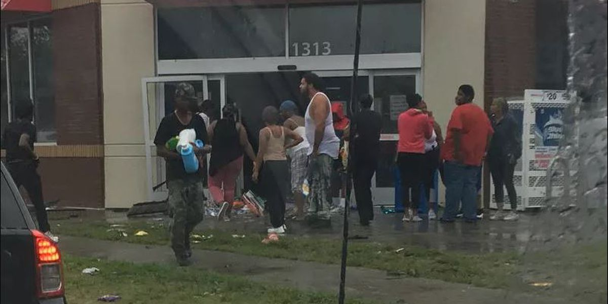 WATCH: Looters raid Family Dollar as management asks police to pull back