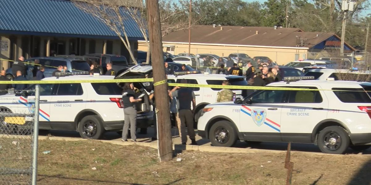 """It felt like we were in a war,"" Eyewitnesses thankful to walk away from Metairie gun store shootout"