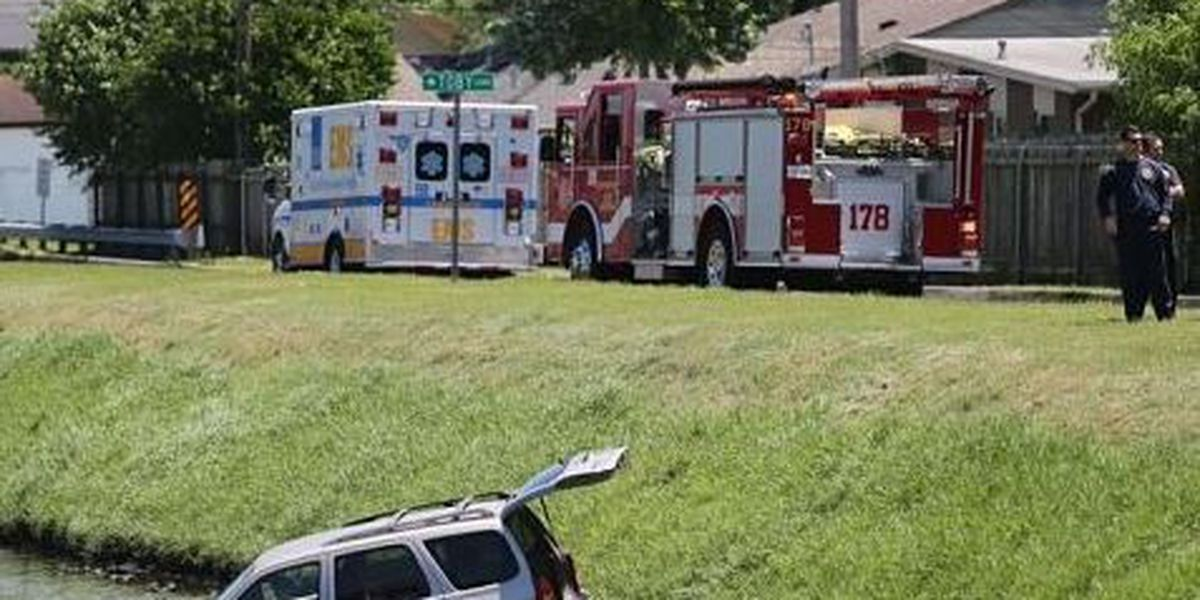 SUV plunges into Metairie canal; 2 people rescued
