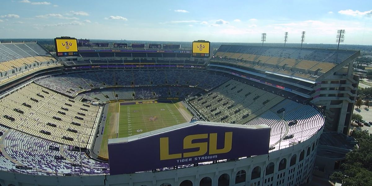 Hundreds flock to get piece of history from Tiger Stadium