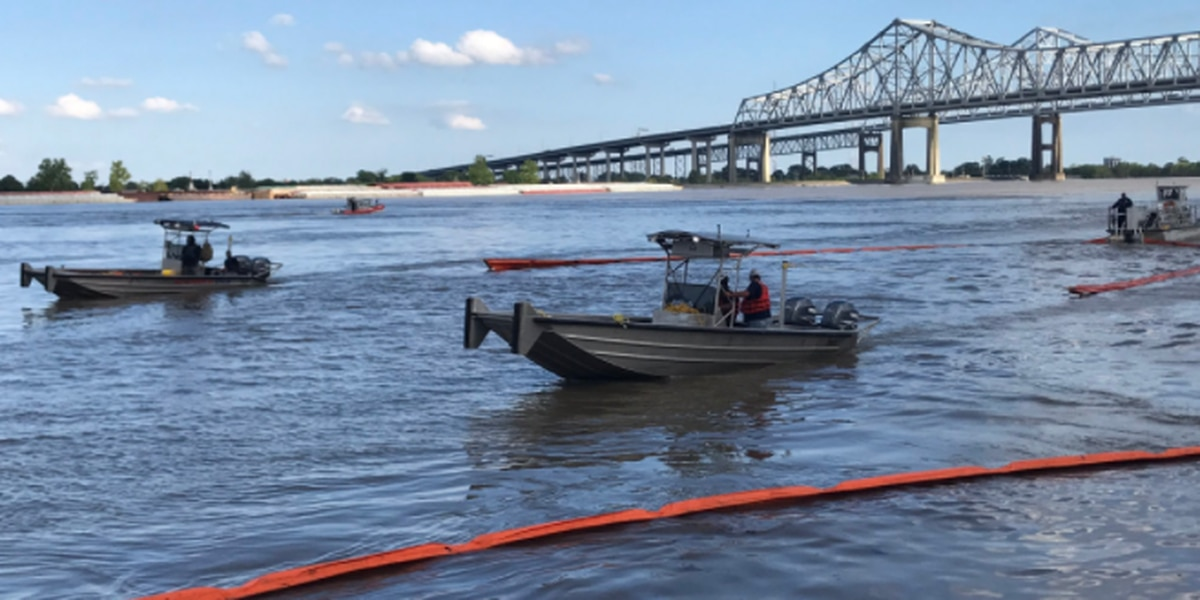 Ferry service reopens following fuel spill in Mississippi River