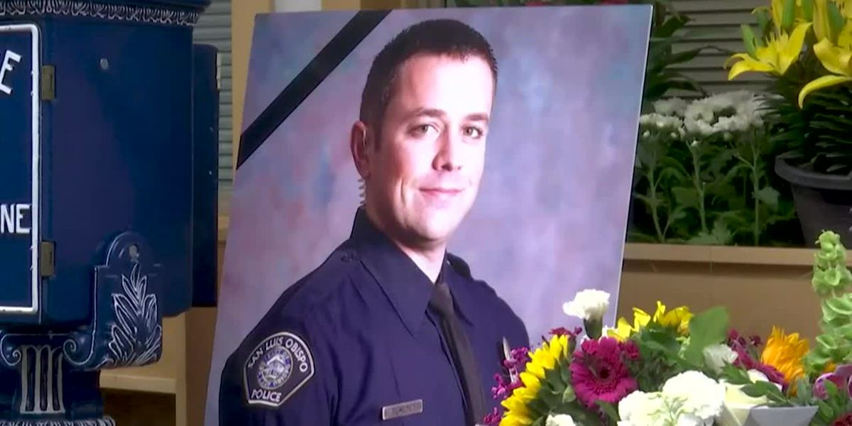 1 officer killed, 1 wounded serving warrant in Calif.