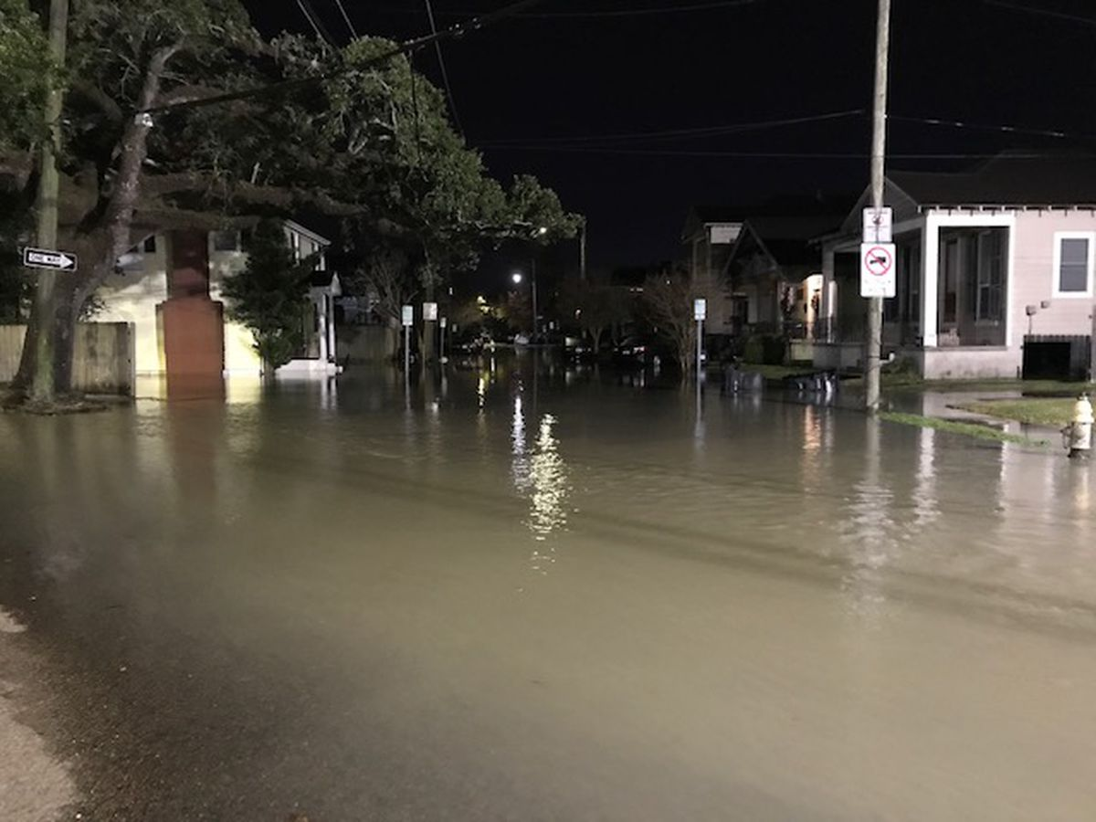 Water main break floods area near Tulane University