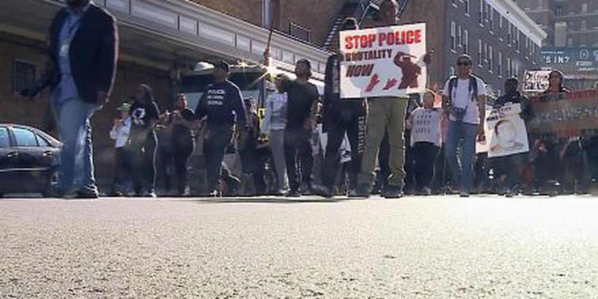 Hundreds continue protest in New Orleans over Ferguson decision