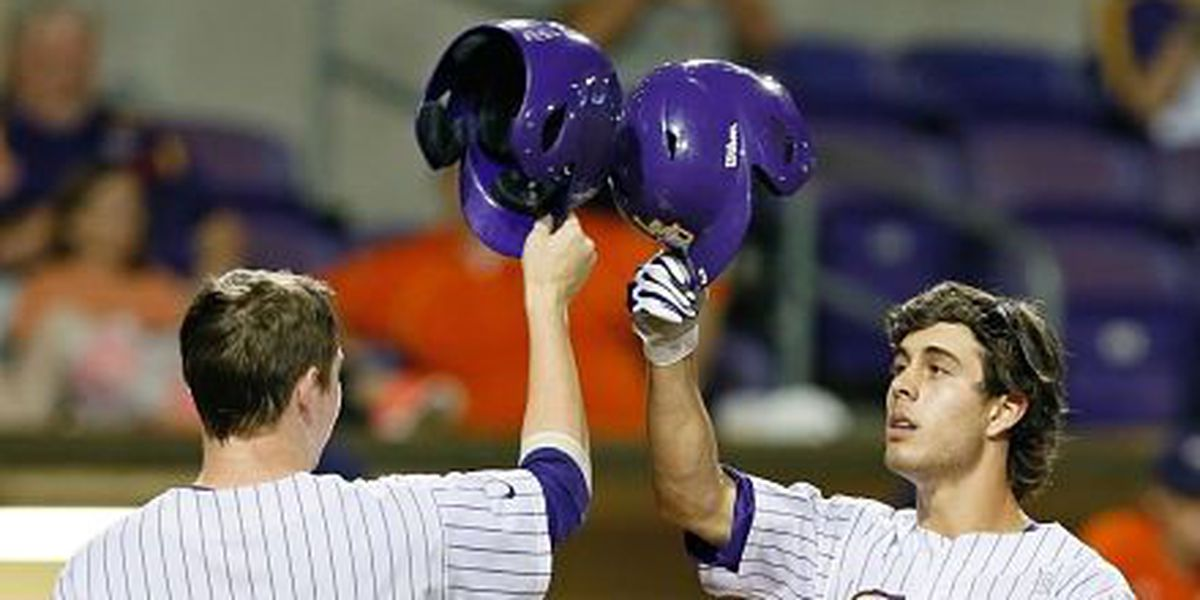 LSU secures first SEC series victory with 10-5 win at Auburn