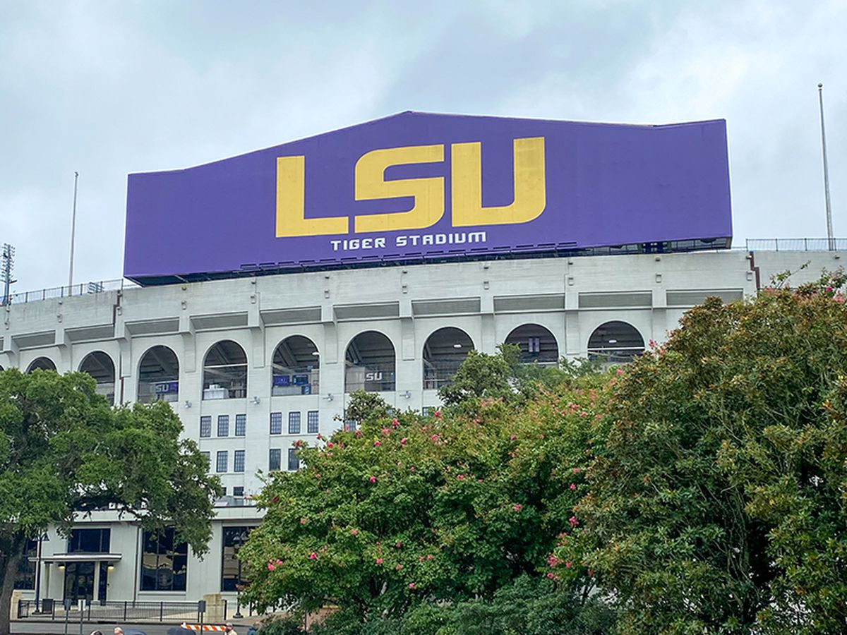 LSU reminds fans to complete COVID-19 screening before arriving on campus