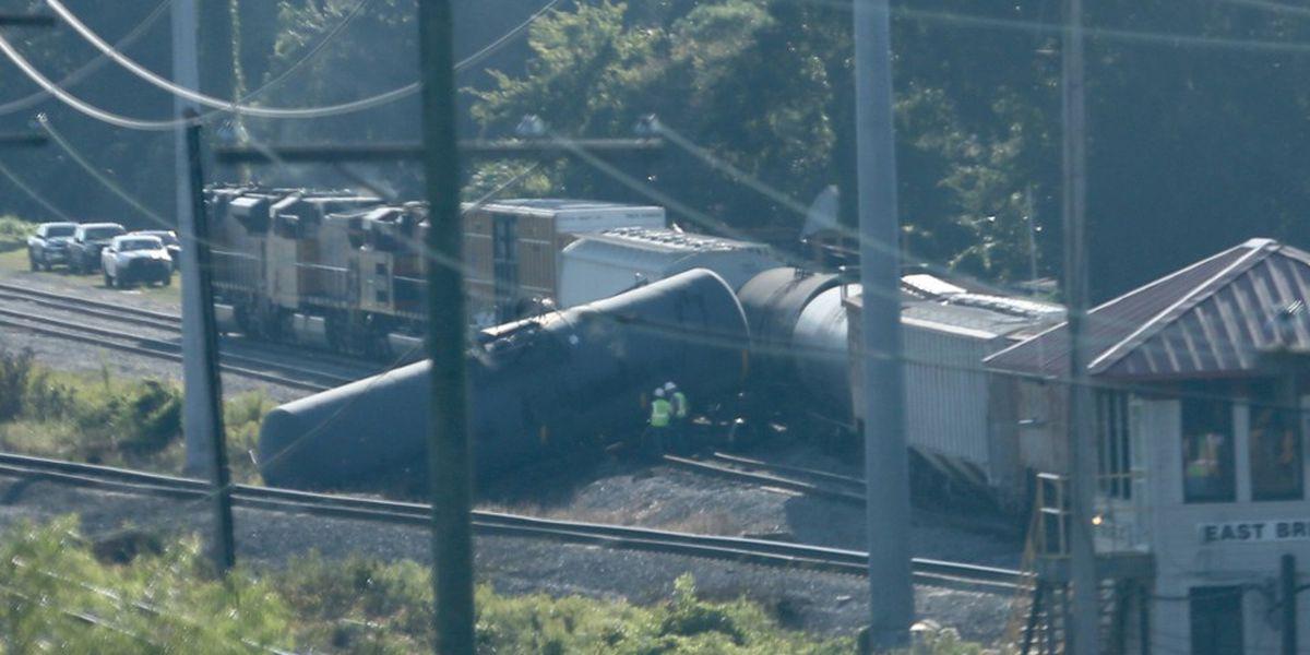 Train derails in Metairie