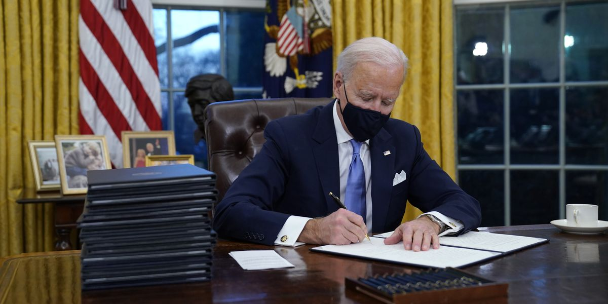 Biden halts border wall building after Trump's final surge