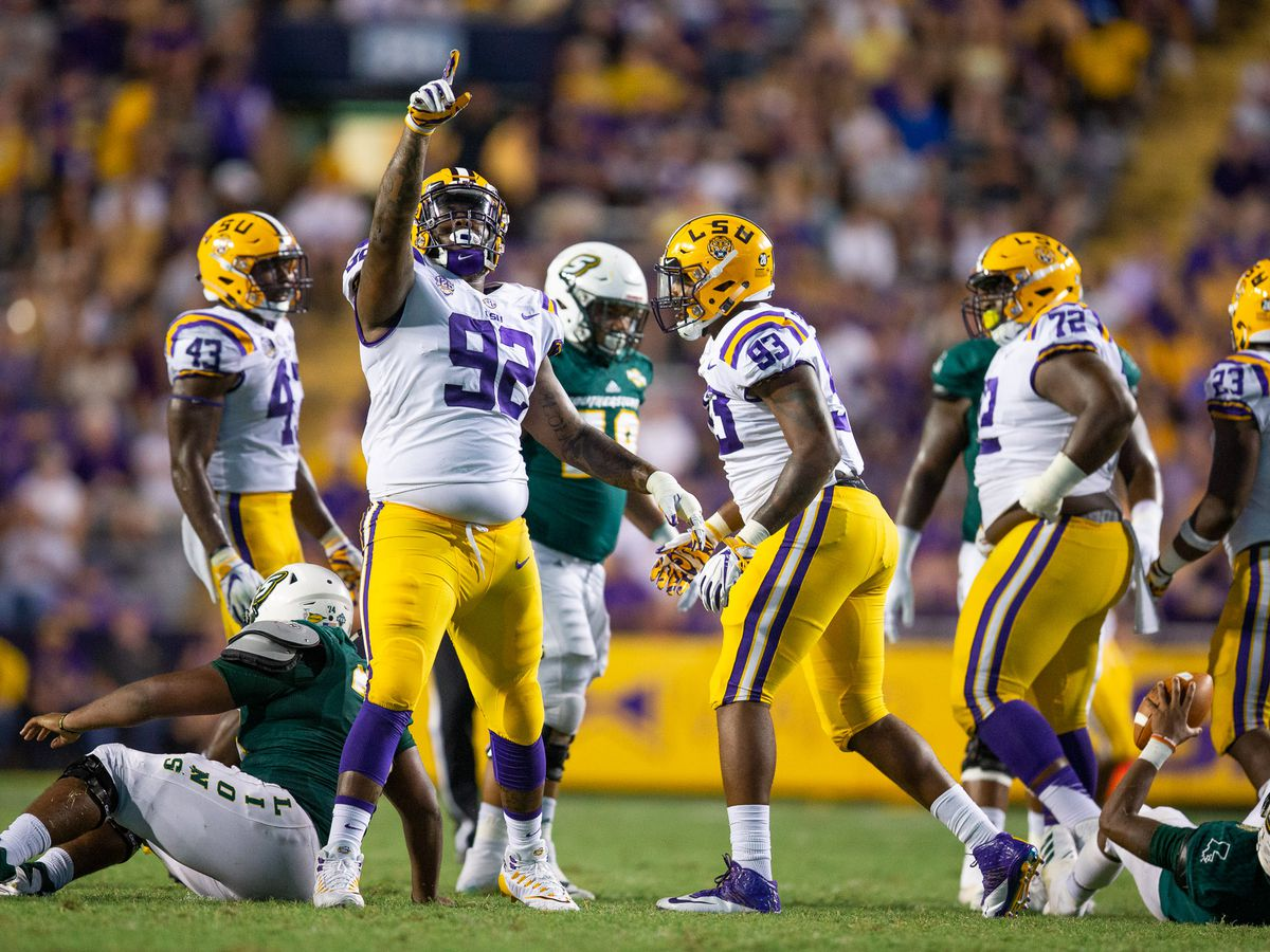 LSU defensive lineman Neil Farrell ops out of 2020 football season