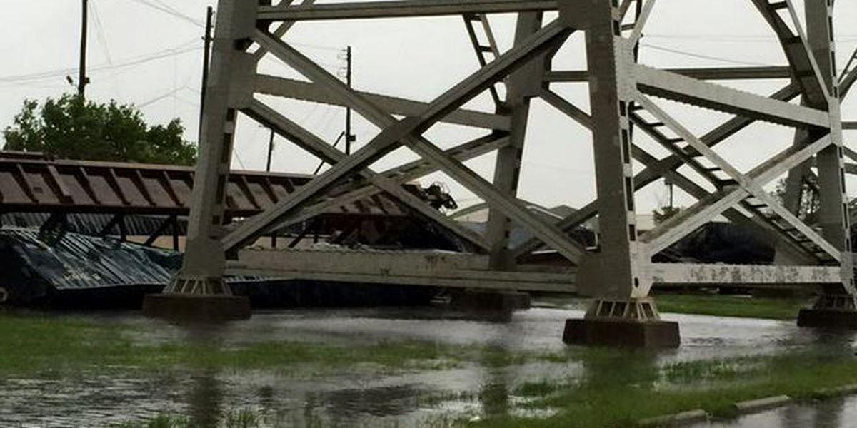 High winds toss rail cars from Huey P. Long bridge