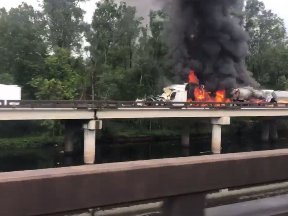I-10 W reopens after fiery wreck involving 18-wheelers Monday; minor repairs needed