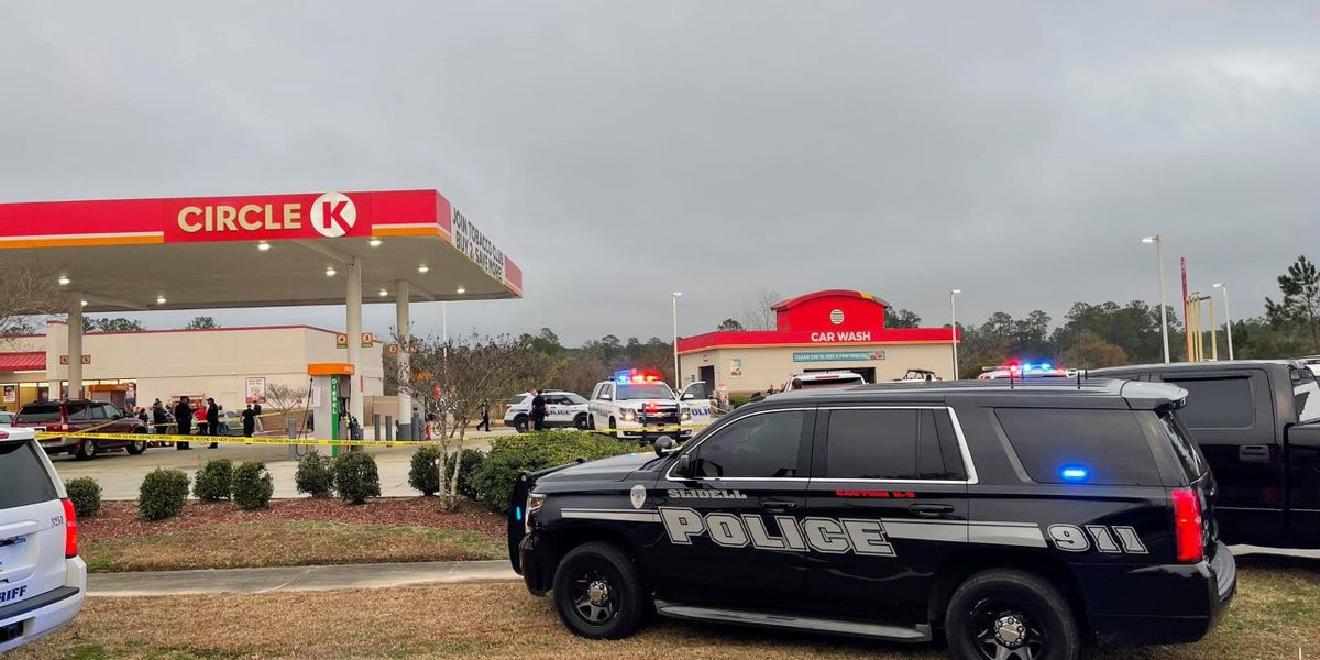 Slidell PD: 2 people stabbed at Circle K gas station, suspect killed