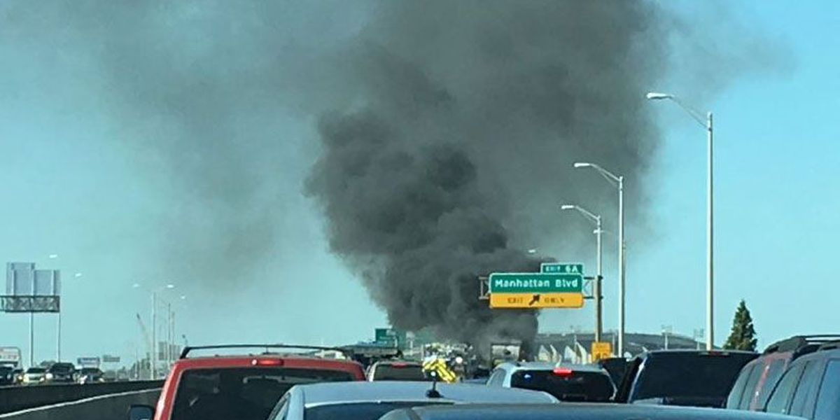 Garbage truck fire causes delays, heavy some on Westbank Expressway