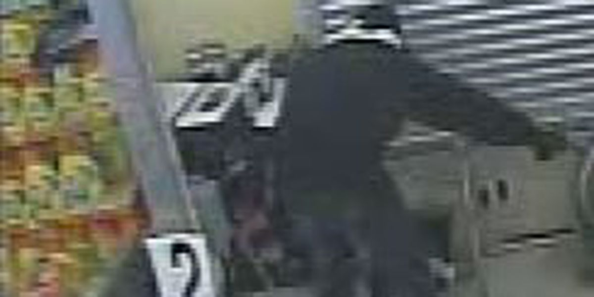 Video: Armed robber pulls out gun in Gert Town store