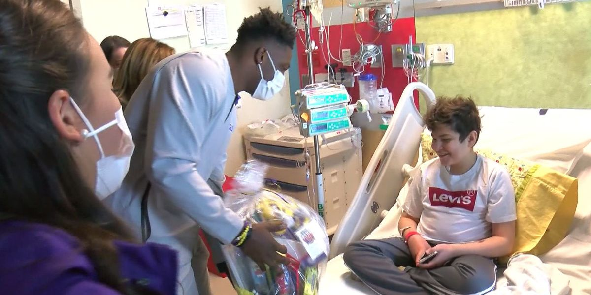 LSU Tigers visit hospital for New Year's Eve surprise ahead of Fiesta Bowl