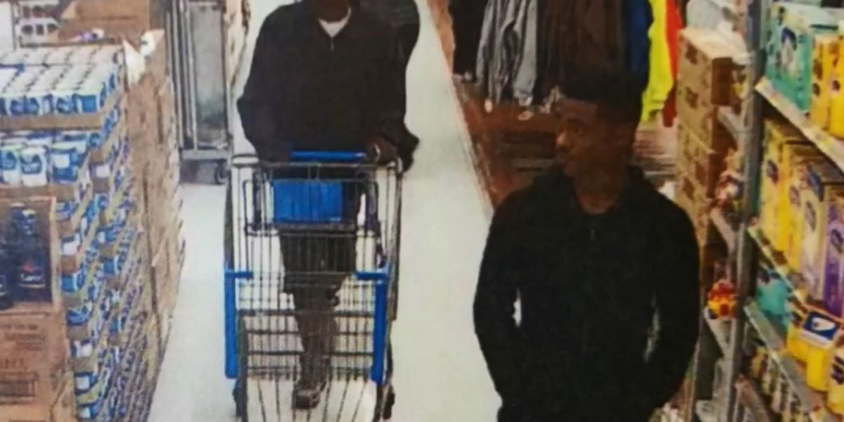 VIDEO: Robbers chase Walmart employee with hammer, snatch merchandise