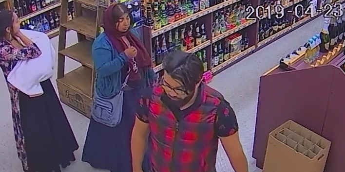 Thieves distract store clerk, steal $500 worth of cognac