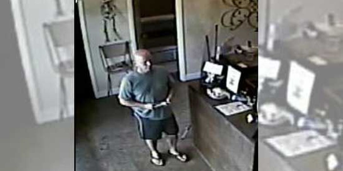 Police: Man exposes self, masturbates in North Shore tanning salons