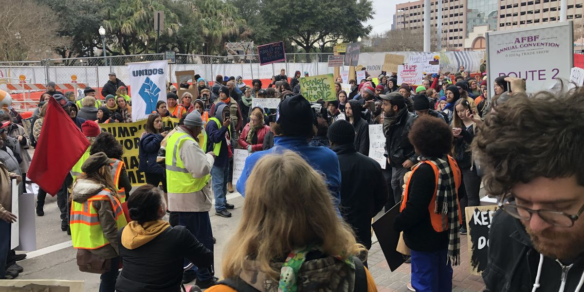 Protesters demand end to government shutdown during Trump visit