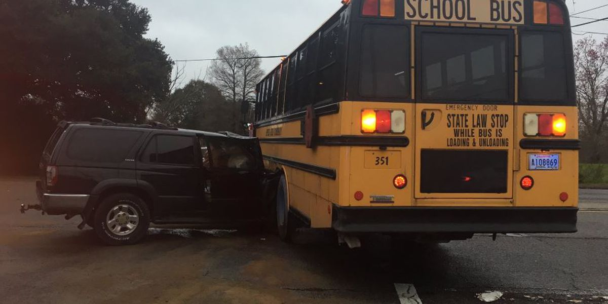 1 child, 1 adult injured after SUV plows into school bus in Algiers