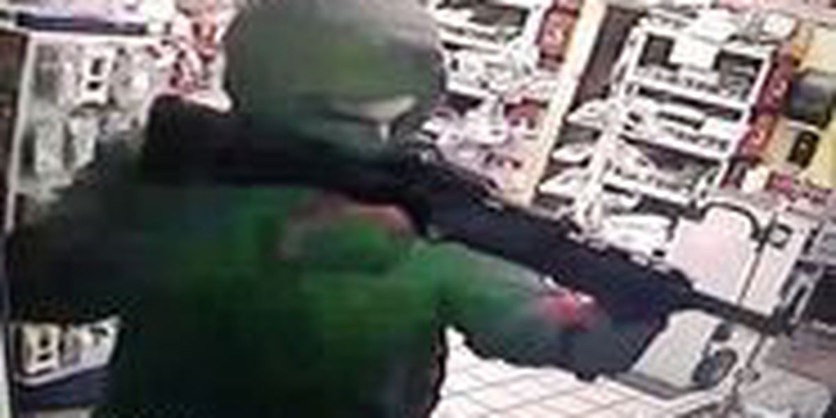 Man with assault rifle robs Algiers gas station