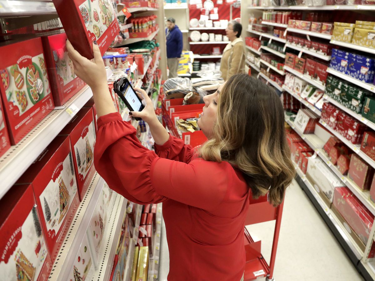 Target misses on profit, shares slide