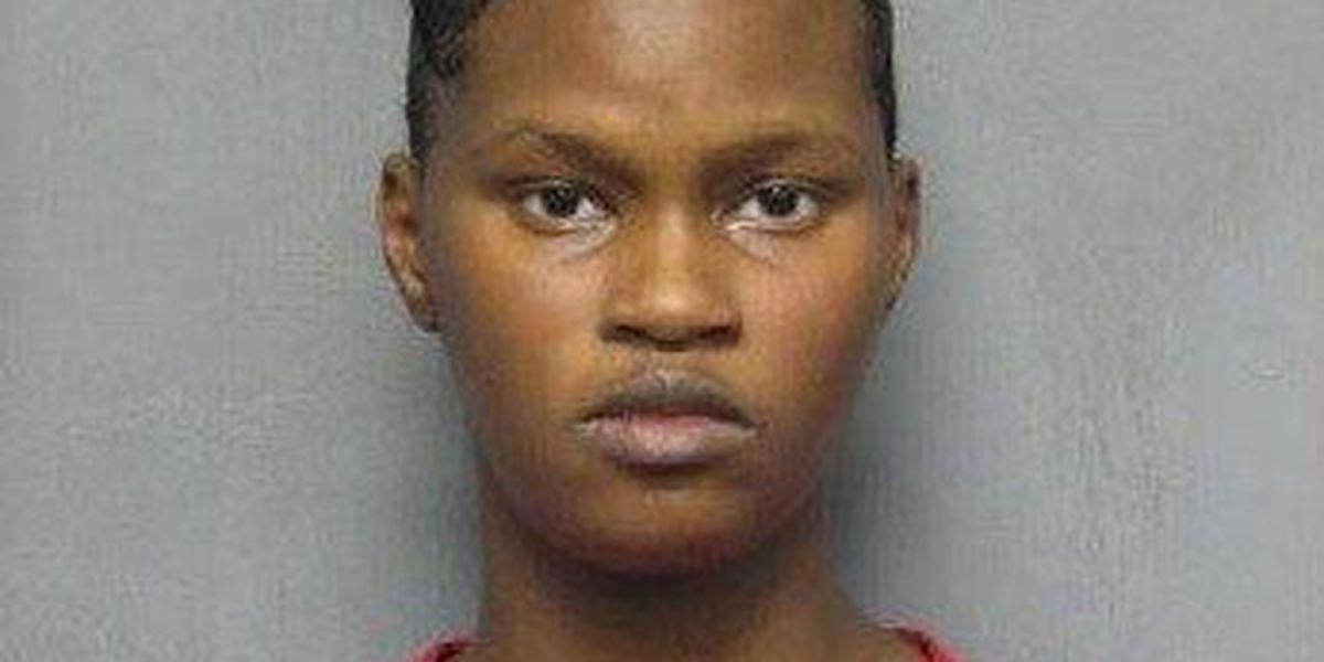 Woman accused of using stolen credit card