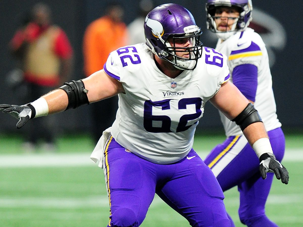 Saints agree to terms with center Nick Easton