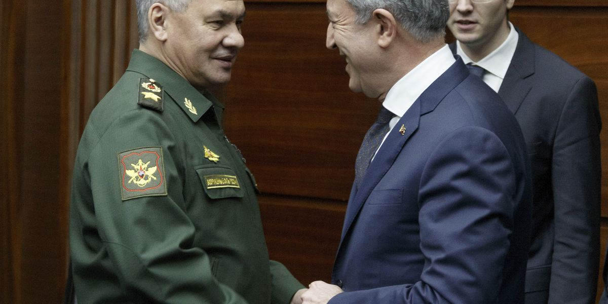 Russian and Turkish ministers meet for Syria talks