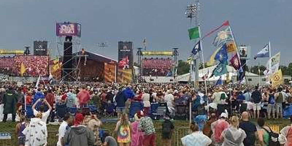 Thousands brave the rain to attend Jazz Fest Saturday