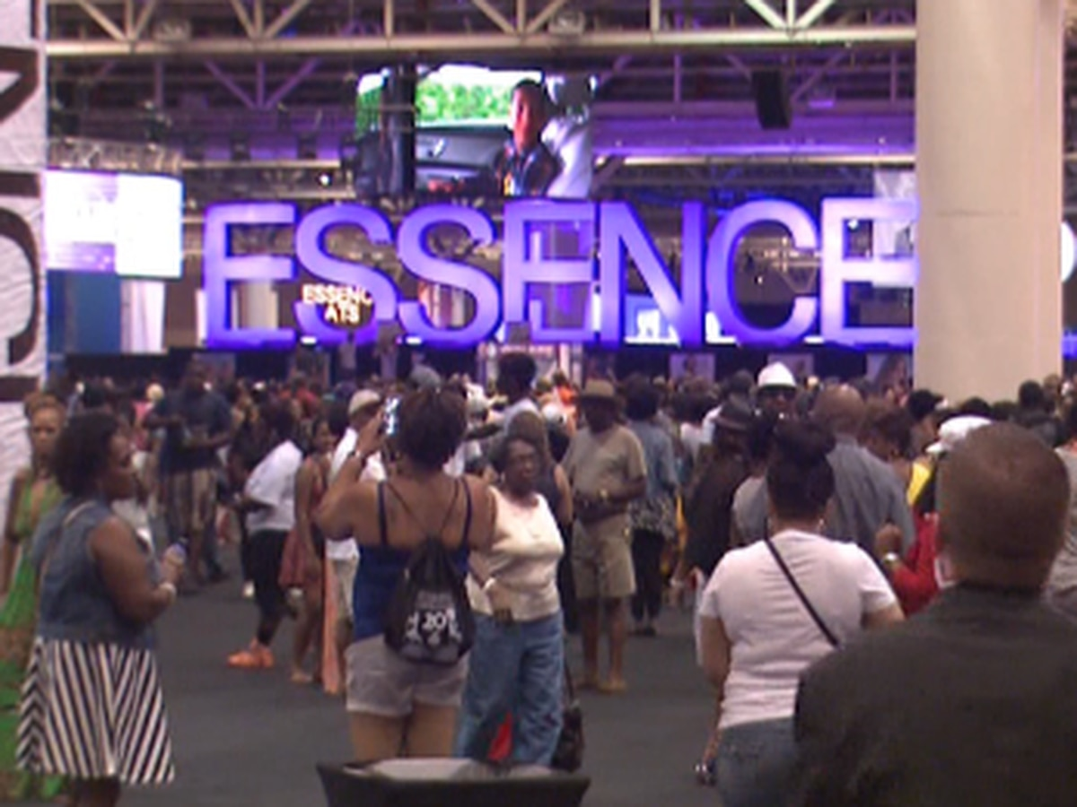 'I have to see her': Michelle Obama, Democratic hopefuls draw crowds at Essence Fest