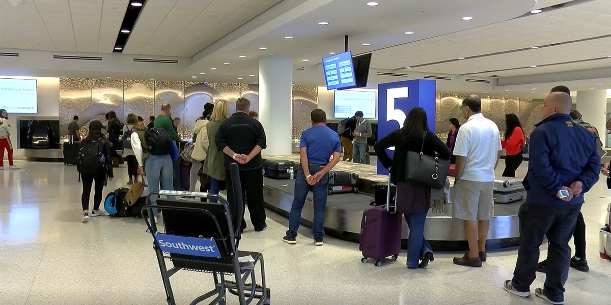 New Armstrong terminal accommodated large crowds this Monday before holiday