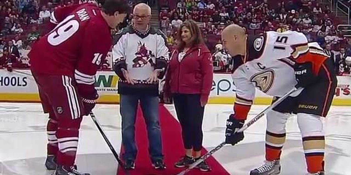 Trending: Soldier returns home to surprise family during puck drop