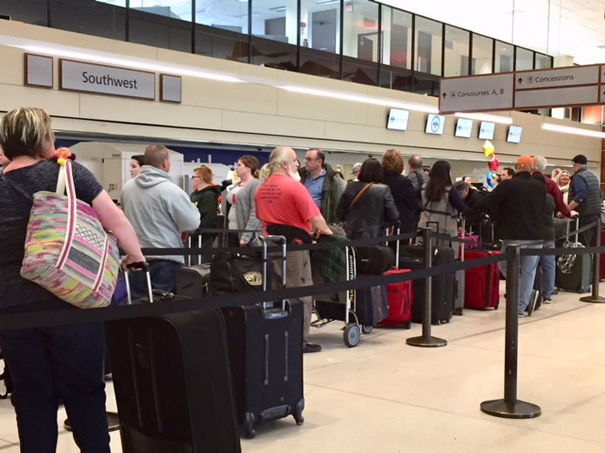 Travelers flock to N.O. Airport ahead of Thanksgiving holiday; airport implements traffic plan