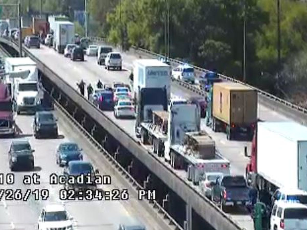 10 vehicles hit after police chase ends on I-10 W near Acadian Thruway exit