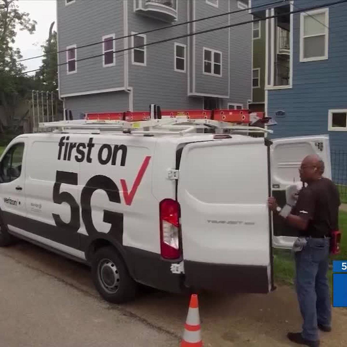 Tech companies begin installing 5G poles in New Orleans