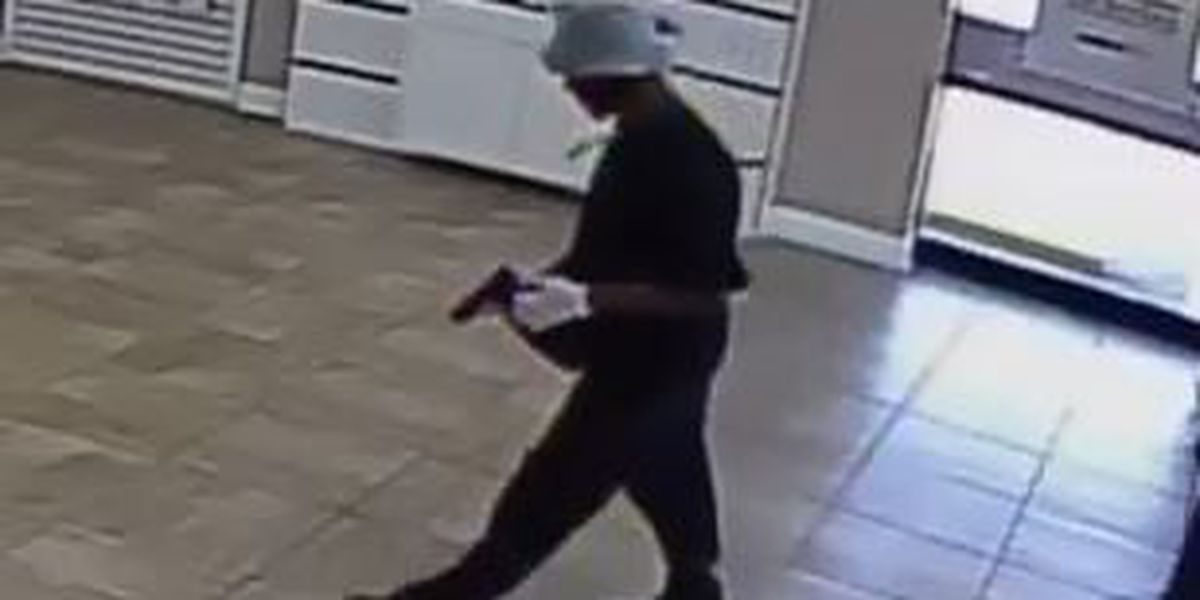 Man caught on camera robbing Uptown cell phone store at gunpoint