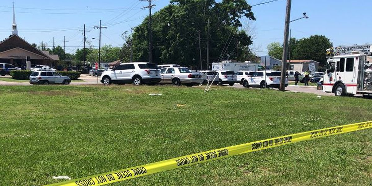 Shootout in Jefferson Parish; suspect in custody, another sought