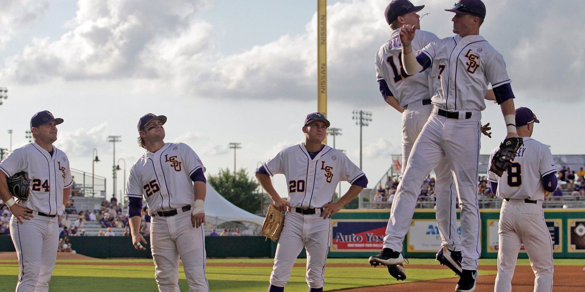 LSU stuns Arkansas with nine unanswered runs in road victory