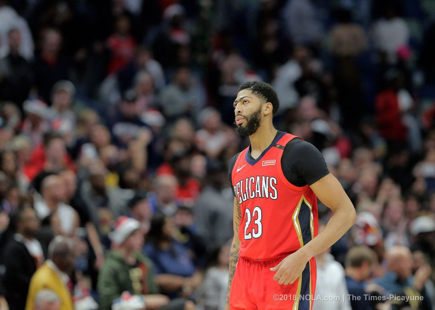Anthony Davis Leaves Pelicans Game With Shoulder Injury