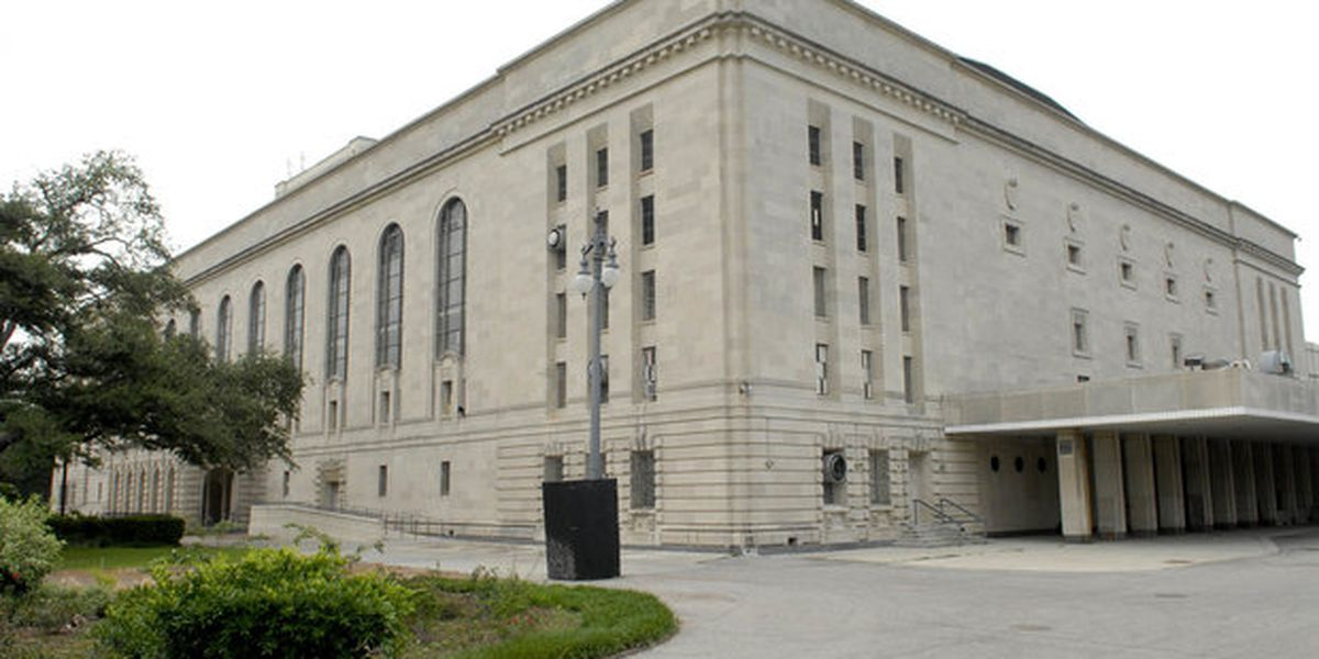 Mayor considering municipal auditorium as site for City Hall, report says