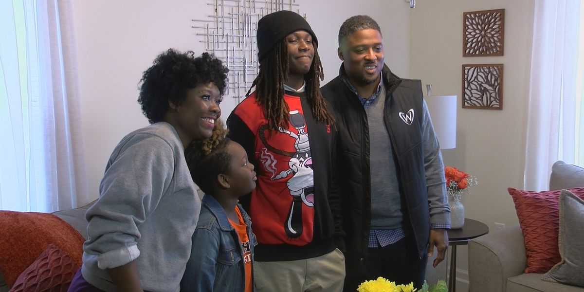 Warrick Dunn surprises single mother with new home from Habitat for Humanity