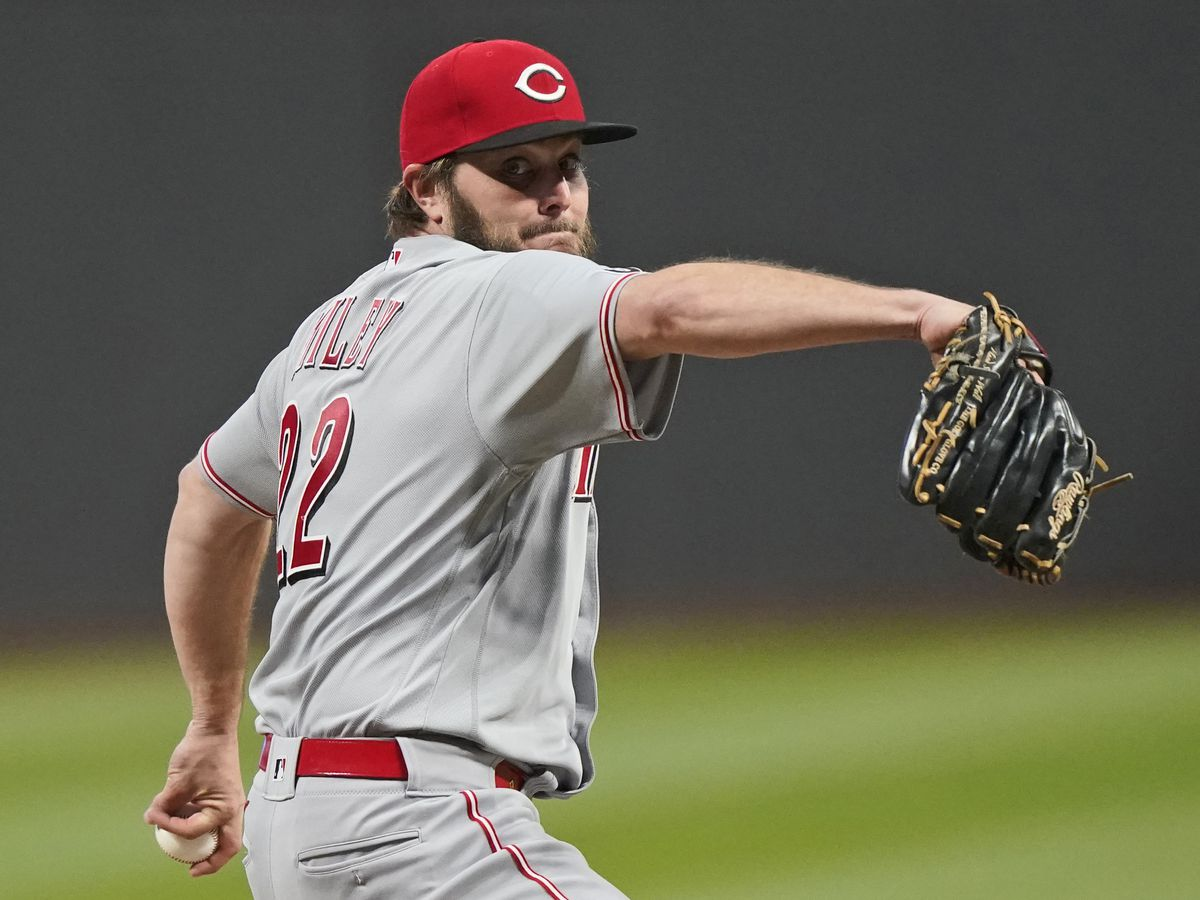 Former Southeastern Lion Wade Miley throws no-hitter against Cleveland