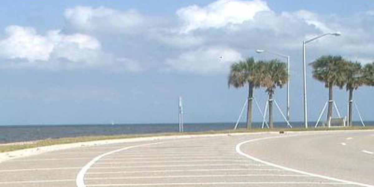 Lakeshore Drive closed to traffic