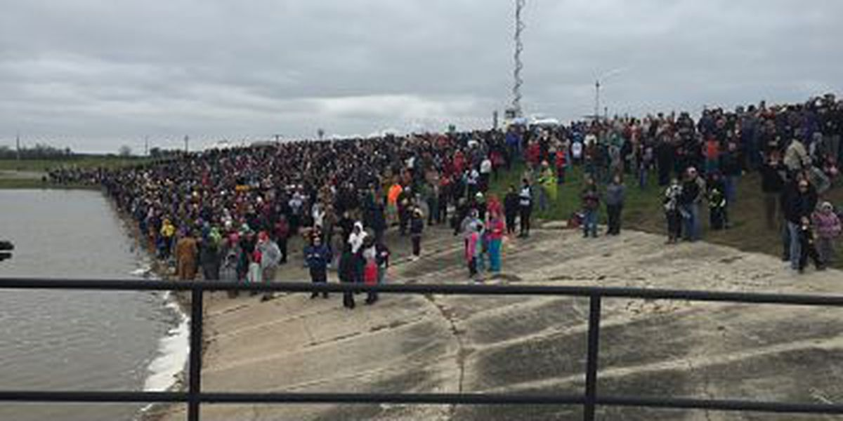 Huge crowd gathers to watch the Bonnet Carre Spillway opening