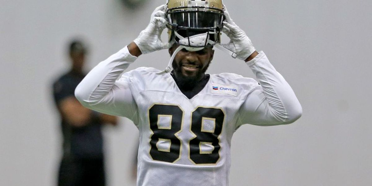 Dez Bryant reacts after reportedly suffering season-ending injury in Saints practice