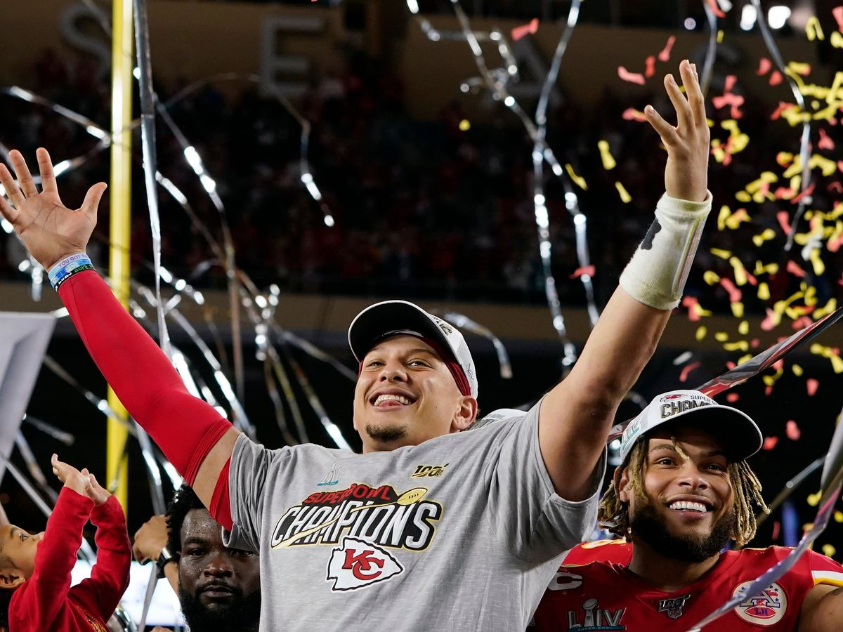 Patrick Mahomes lands 10-year extension with Chiefs, valued over $400 million