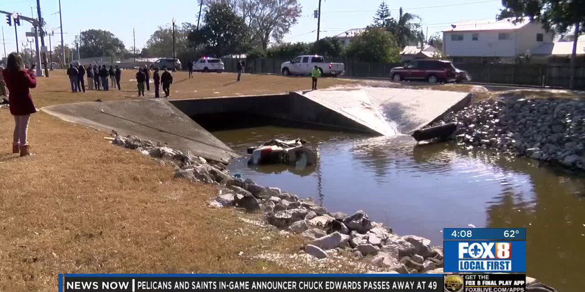 Vehicle crashes into Metairie canal