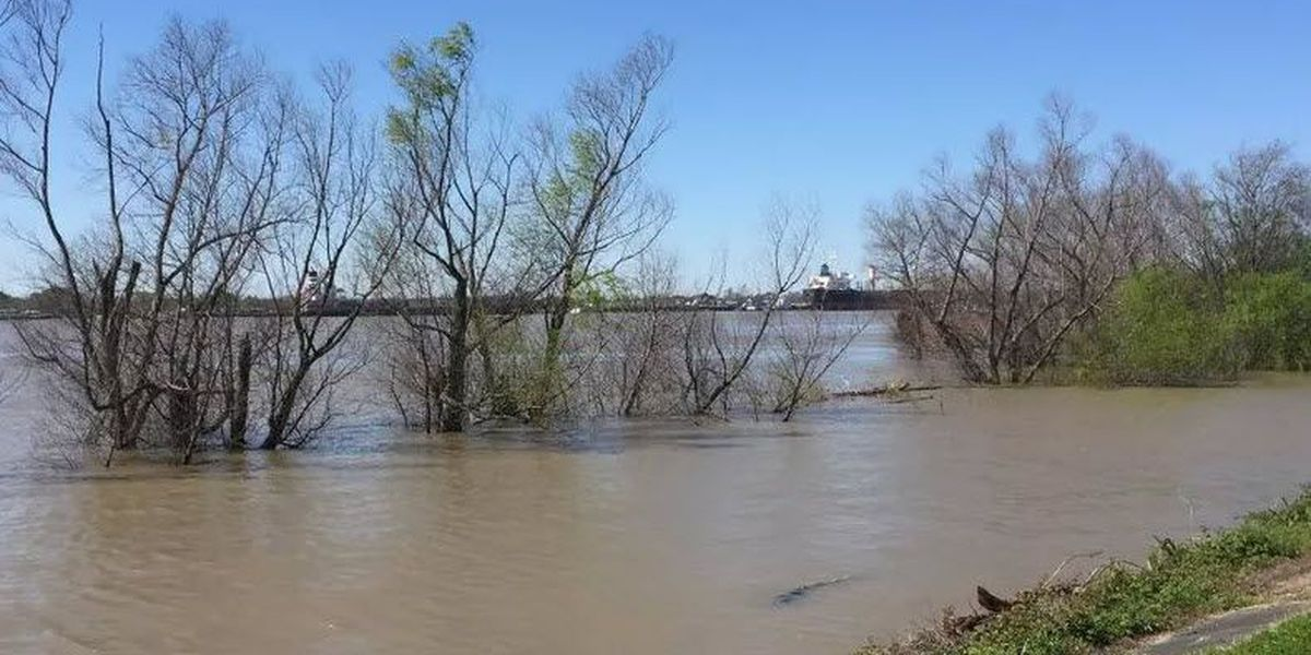 Army Corps of Engineers says tug missing in Mississippi River located