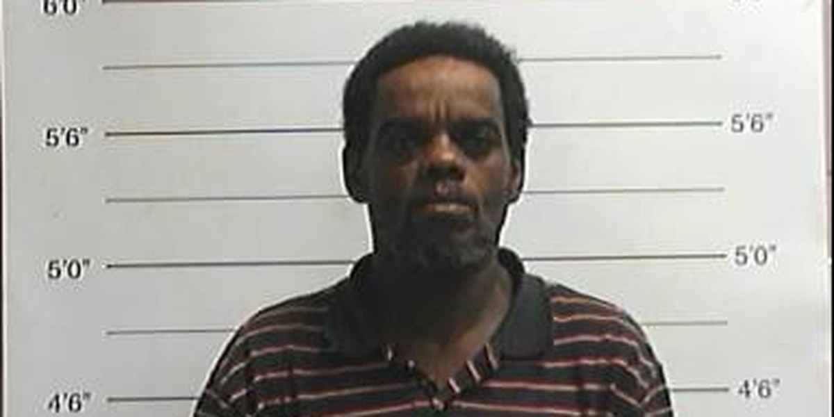 NOPD: Man arrested for shoplifting alcoholic beverages and knife attack